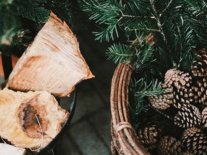 5 Homemade Festive Fragrances for Your Bedroom