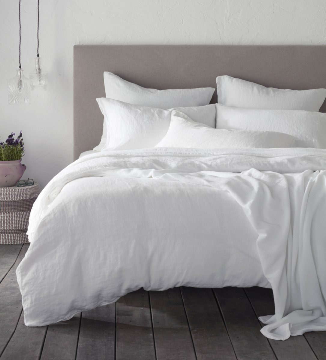 White 100 Linen Bed
