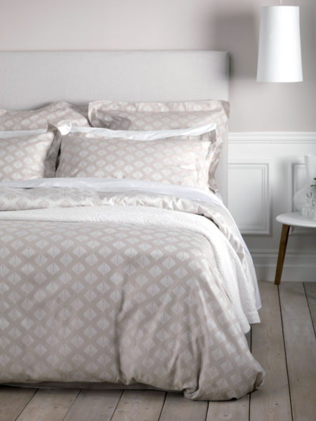 Pinecones Coffee Cream Bed Linen